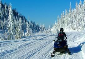 Canada voyage, globe travel, hiver motoneige