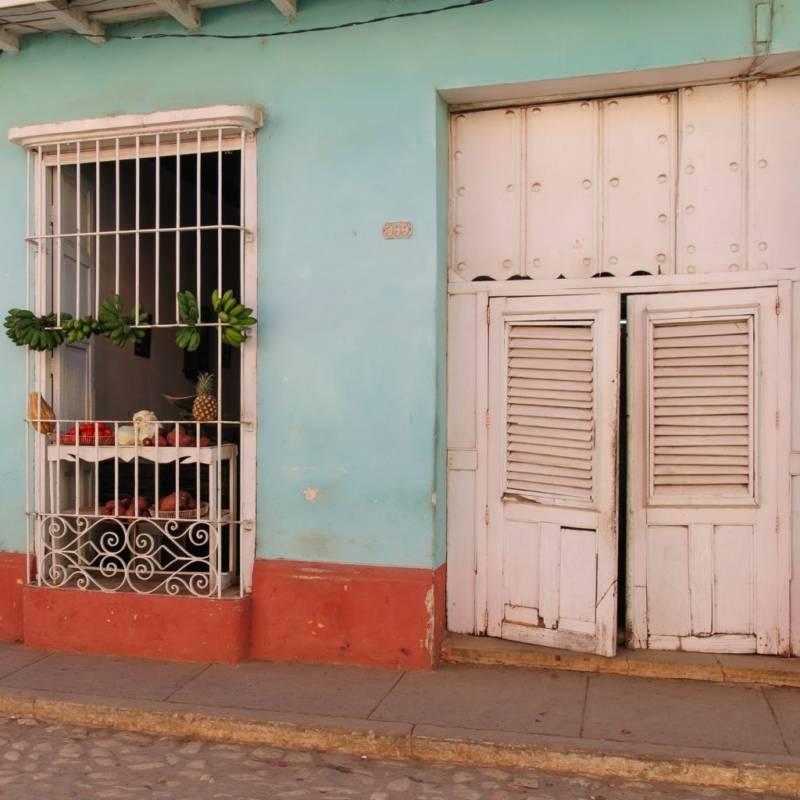 globe-travel-voyage-cuba-cienfuegos