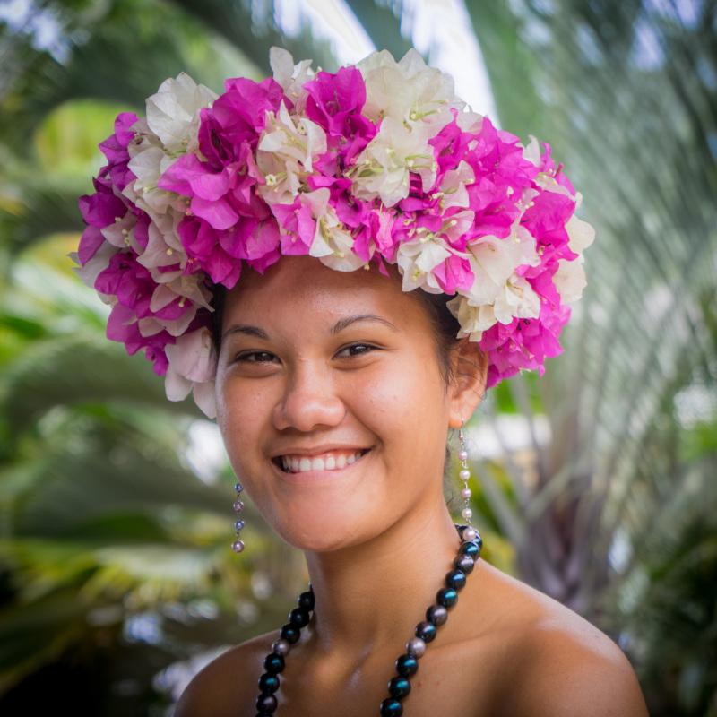 habitante-polynesienne-sourire-joie