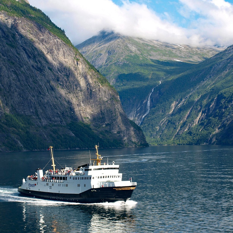 globe-travel-voyage-geirangerfjord-norvege