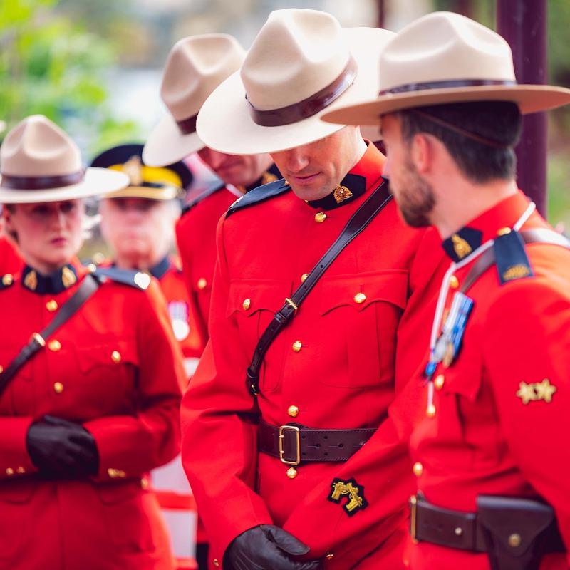 globe-travel-voyage-canada-police