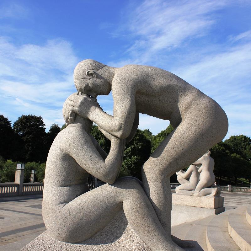 voyage-globe-travel-statues-parc-oslo-norvege